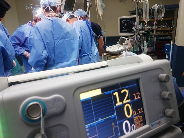 knee replacement surgeon India